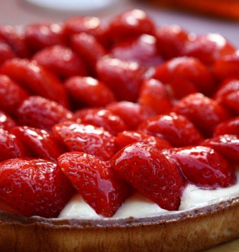 Opskrift på jordbær-mazarintærte