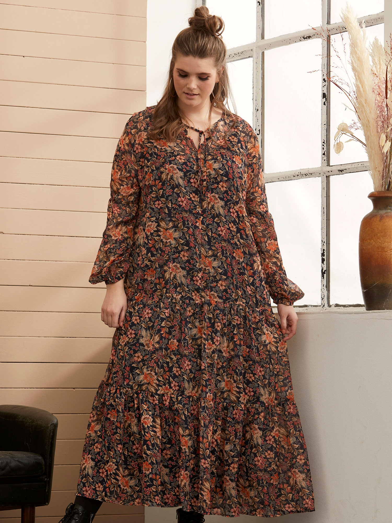 Lang blomsteret chiffon kjole