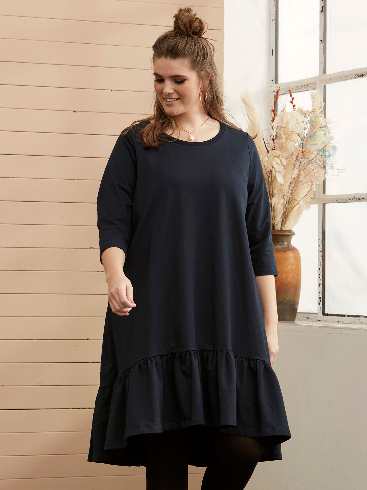 Zhenzi Sort bomulds kjole med lange ærmer og flæse, 50-52 / L