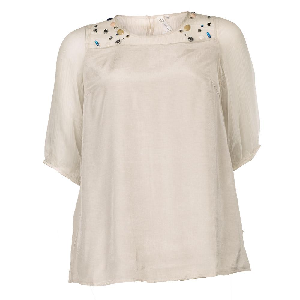 Hvid bluse med farvede sten