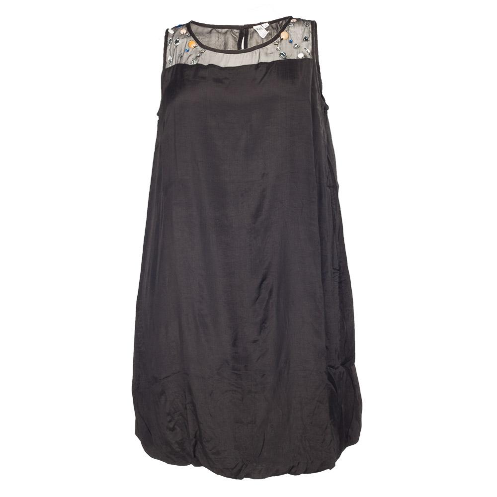 Sort kjole med farvede sten