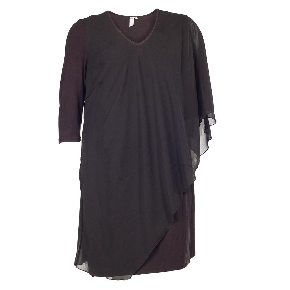 Sort kjole med skråt snit