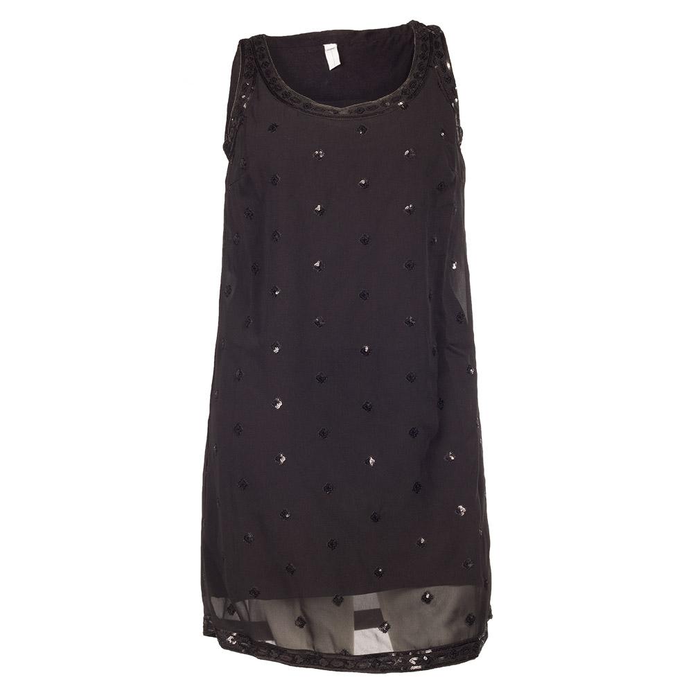 Sort kjole med palietmønster