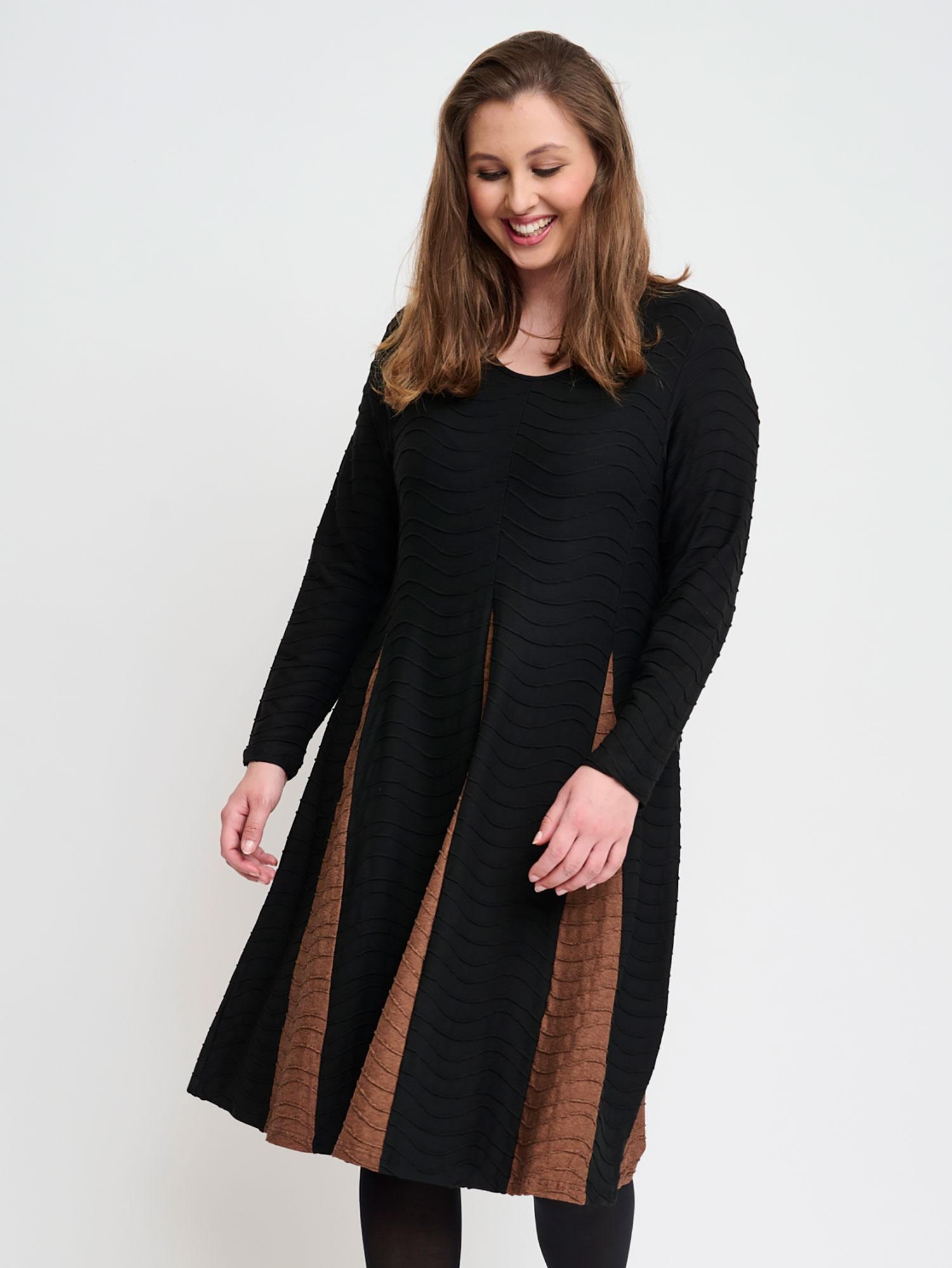 Pont Neuf Sort kjole med lange ærmer og smukt skørt, 40-42 / M