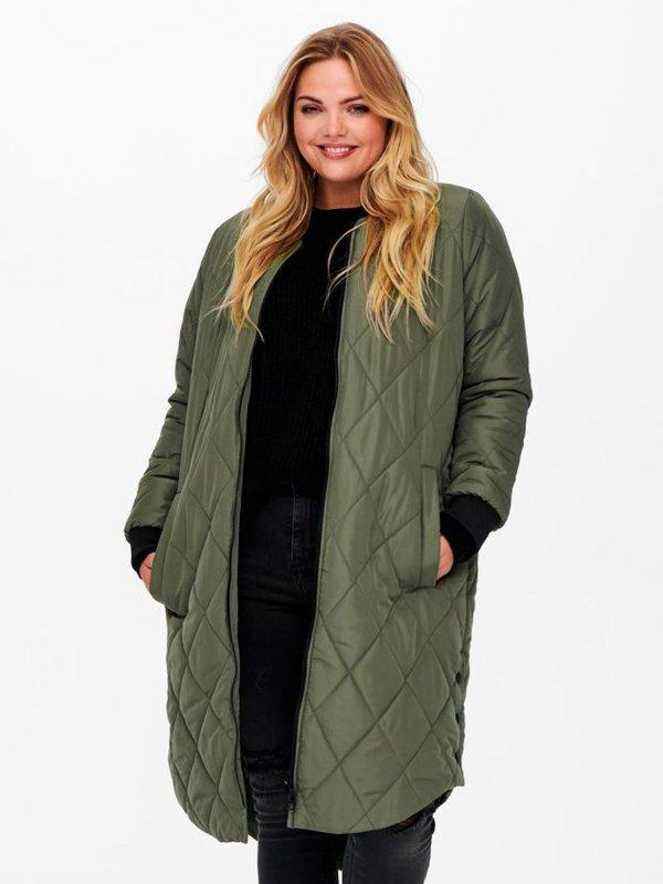 Lang grøn vatteret jakket med lynlås og gode lommer fra Only Carmakoma
