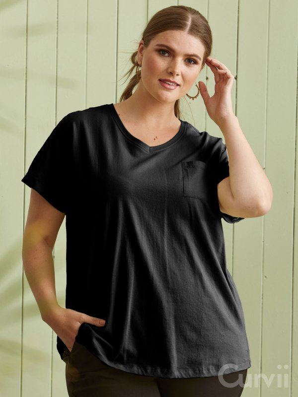 Sort T-shirt med lomme fra Zhenzi