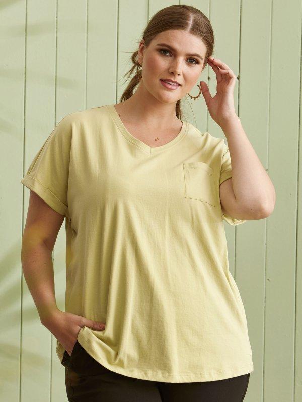 Lysegrøn t-shirt med v-hals og lomme  fra Zhenzi