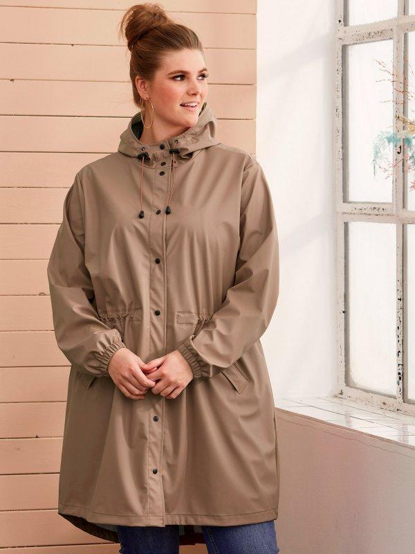 Beige regn jakke med hætte fra Zhenzi