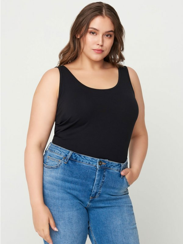 Sort basis tank top i kort model fra Zizzi