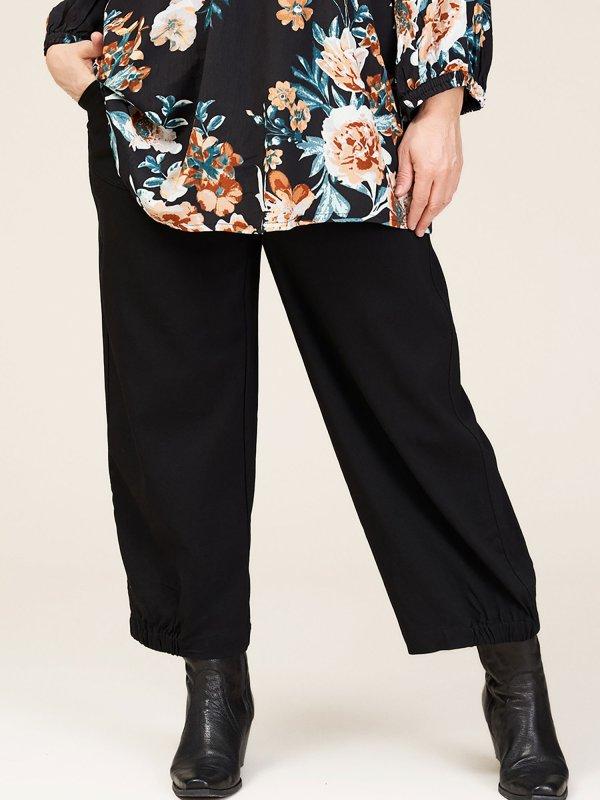 Sort culotte bukser i viskose bengalin fra Gozzip