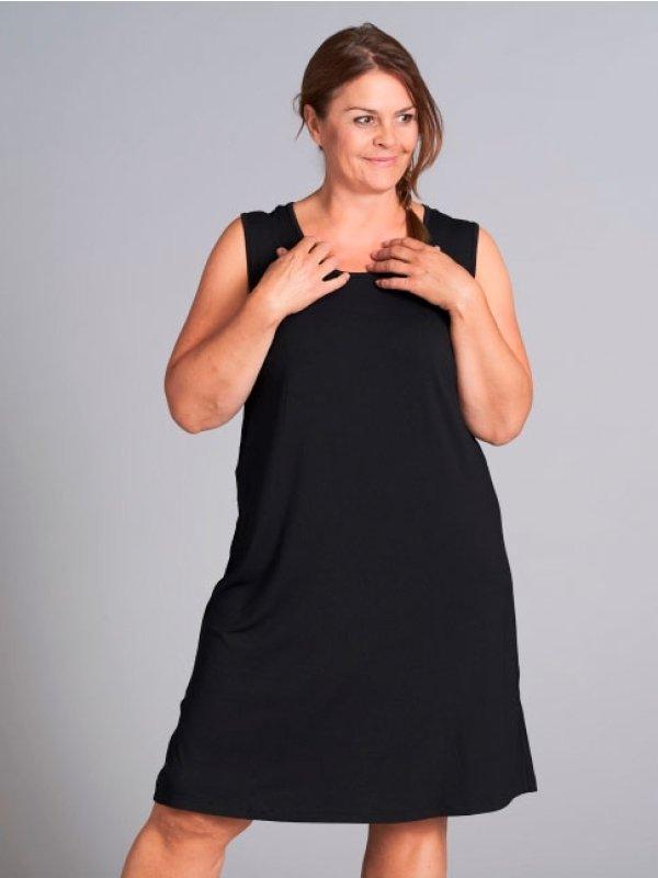 Sort kjole i viskosejersey  fra Gozzip