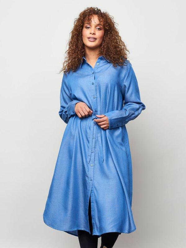 Lang blå skjortekjole i eksklusiv bæredygtig tencel kvalitet fra Aprico