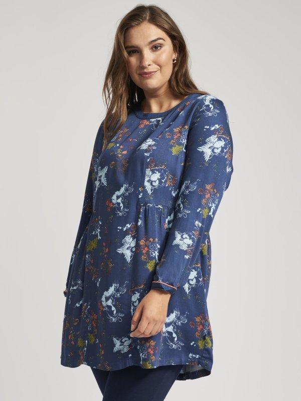 Mørkeblå tunika med blomsterprint og flæse fra Adia