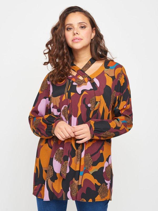 Smuk viskose bluse med flot lilla retroprint fra Adia