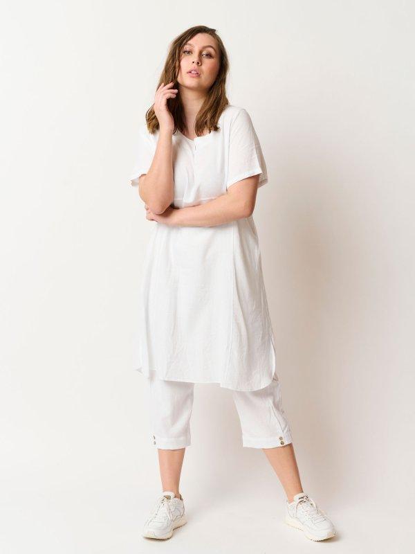 Darci - Hvid kjole med lommer i en eksklusiv blanding af hør og viskose fra Pont Neuf