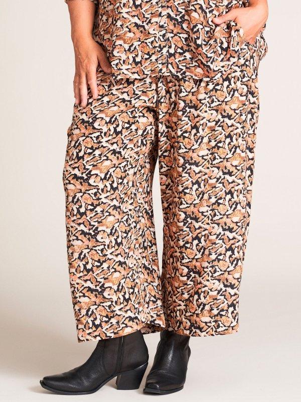 Brede bukser med blomsterprint fra Gozzip
