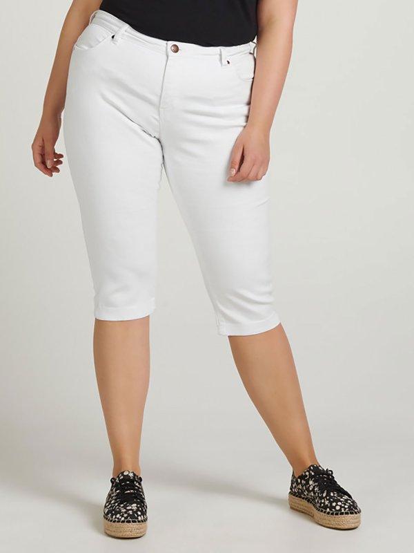 Hvide capri jeans med tætsiddende ben fra Zizzi