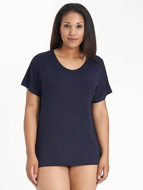 Mørkeblå basis T-shirt i viskose jersey fra Sandgaard (fra Studio)
