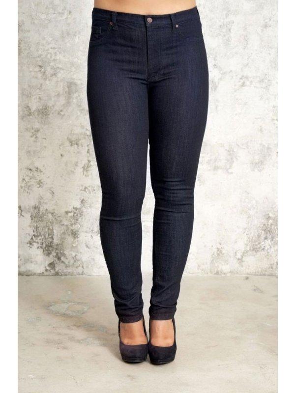 Mørkeblå Ashley denim jeans i lang benlængde fra Studio
