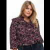 Smuk bluse med flæser og det fineste blomster print fra Only Carmakoma