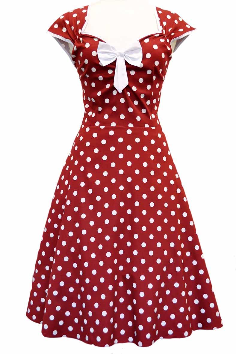 Rød kjole med polka prikker