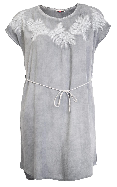 Grå kjole med blade broderet med sølvtråd