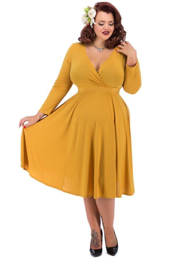 Karry gul kjole med lange ærmer og flagrende skørt