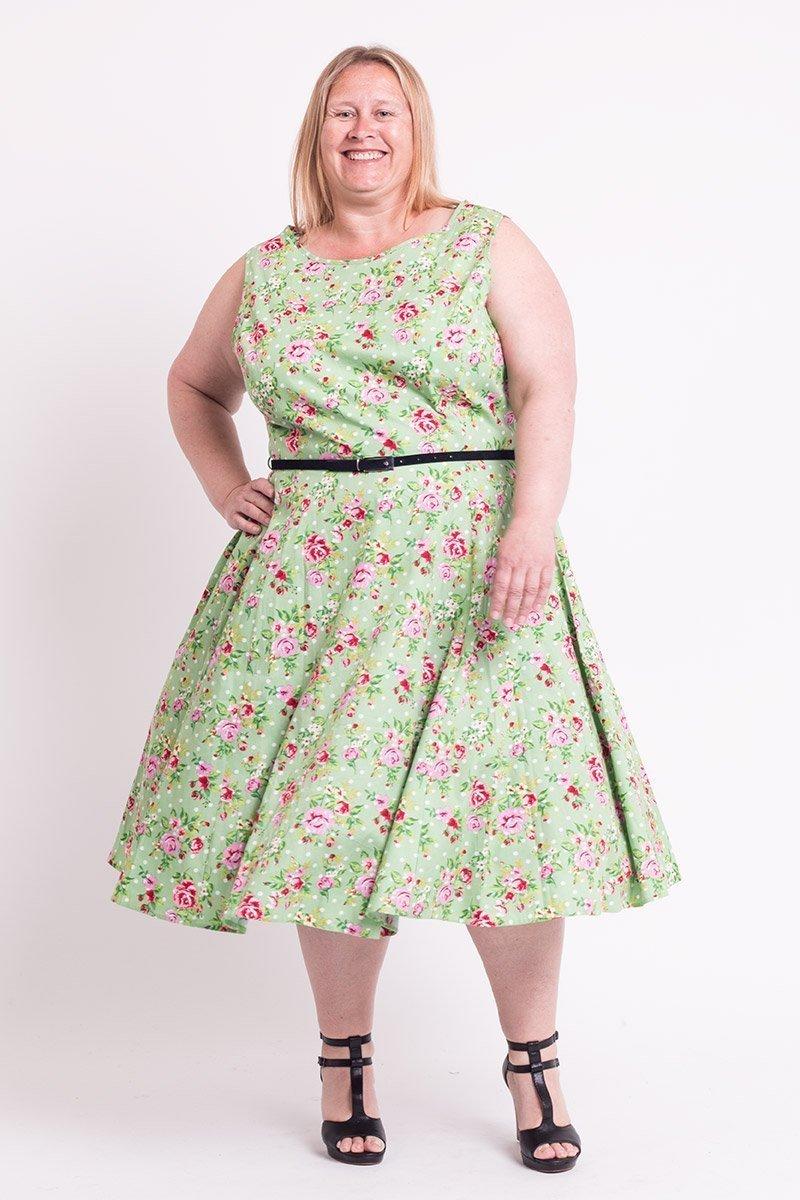 Flot grøn kjole med blomster og hvide polkaprikker