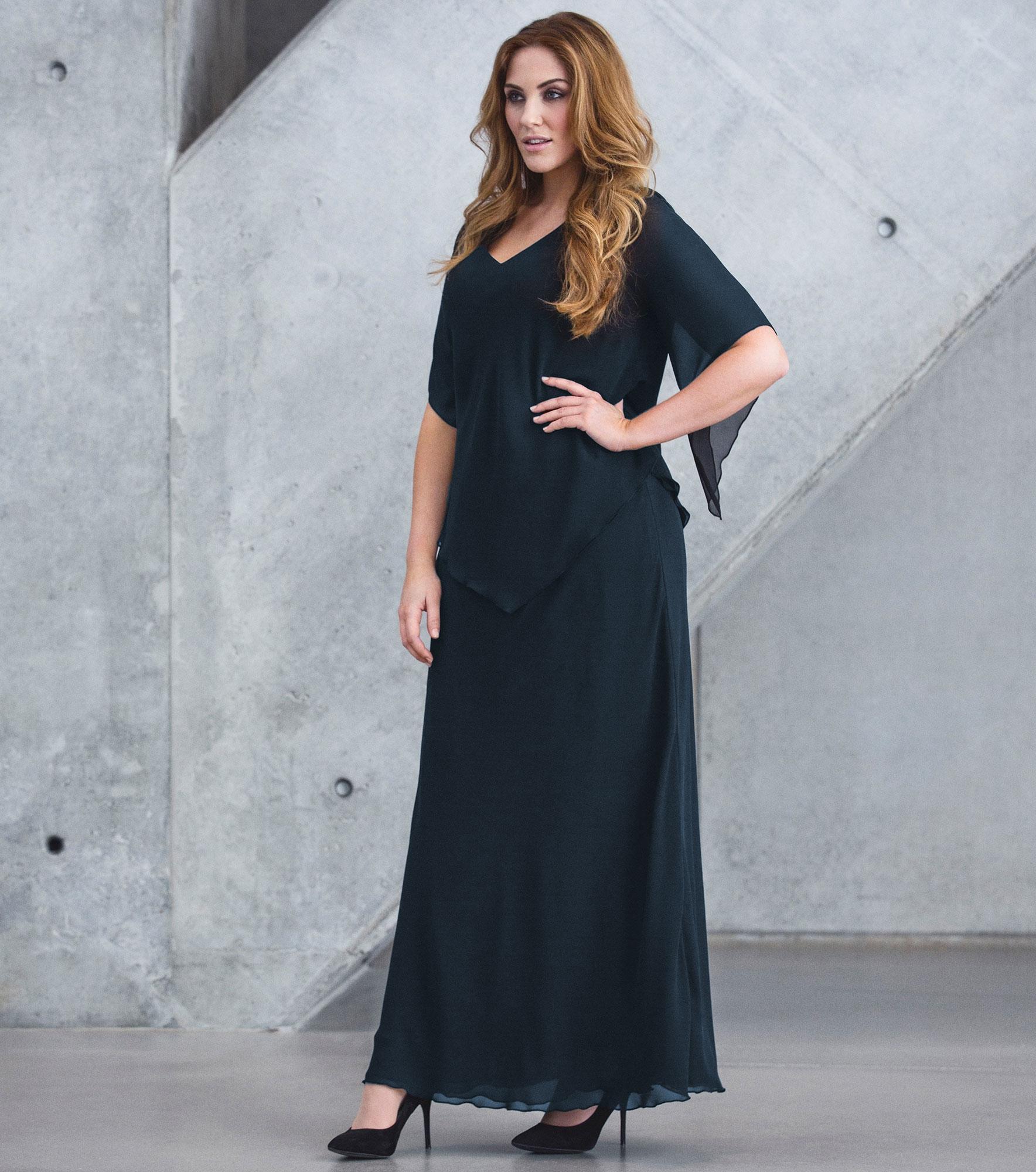 Lang, mørkeblå chiffon kjole