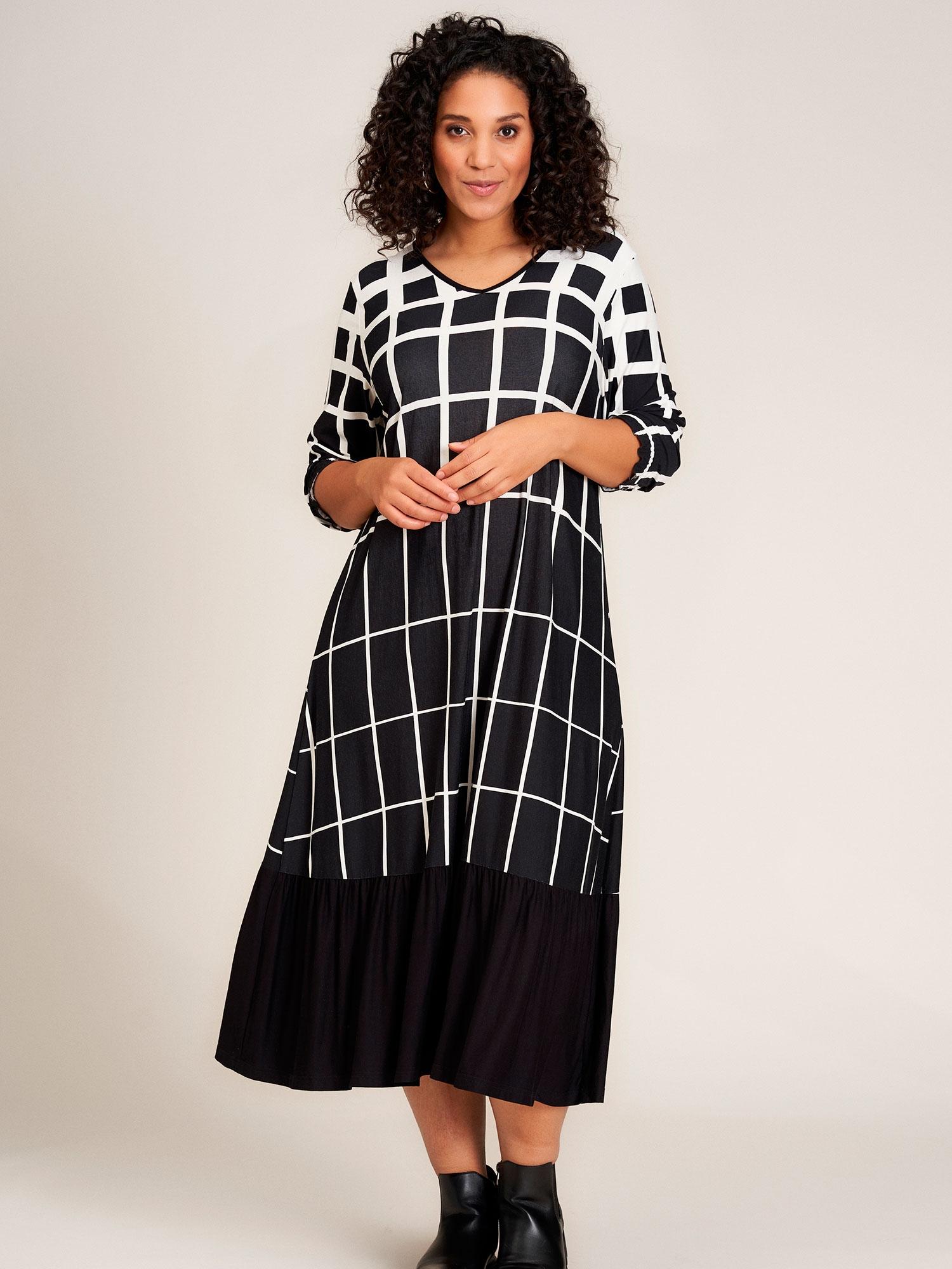 Studio Lang kjole med hvidt print og flæse, 46-48 / M