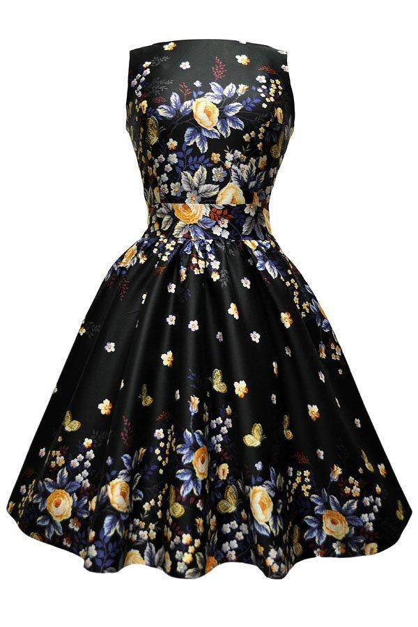Sort kjole med smukke blå og gule roser og sommerfugle