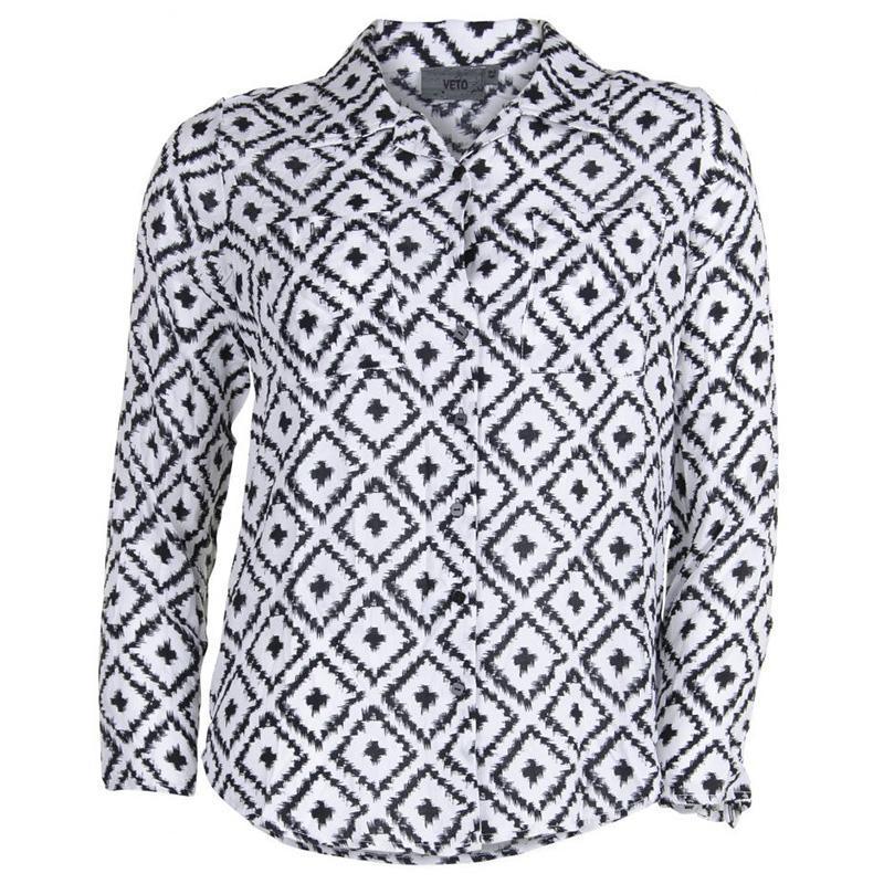 Skjorte med sort og hvidt mønster fra veto